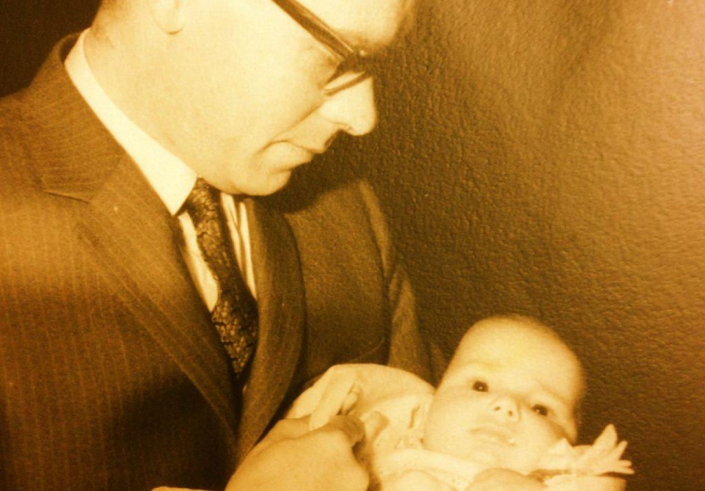 thumbnail_Jan Derix en zoon Egbert 1969 liggend 1